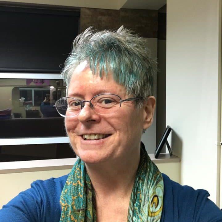 ellen-blue-hair-2019-03-18-2